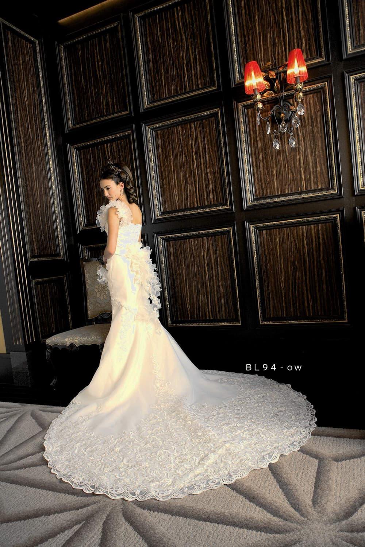 女性らしい曲線美が魅力!マーメイドラインのウエディングドレス特集