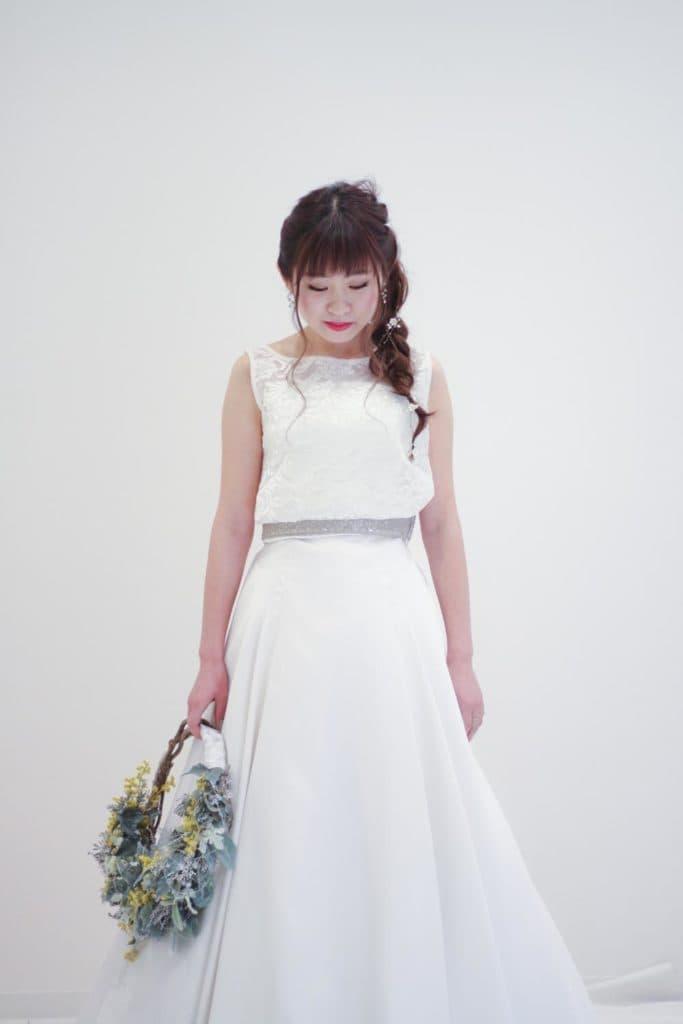 Aラインのウェディングドレス。同じ衣裳で違った雰囲気を表現