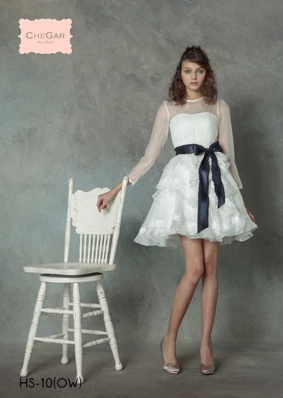 女性の可愛らしい魅力を引き出すミニ丈のウェディングドレス