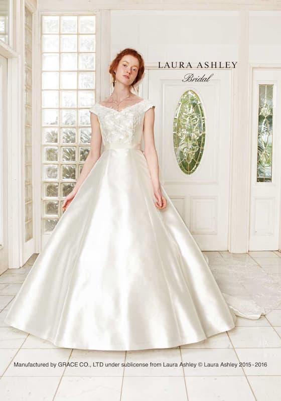 Aラインのウェディングドレス。シンプルデザインが魅力的な王道のオフショルダー