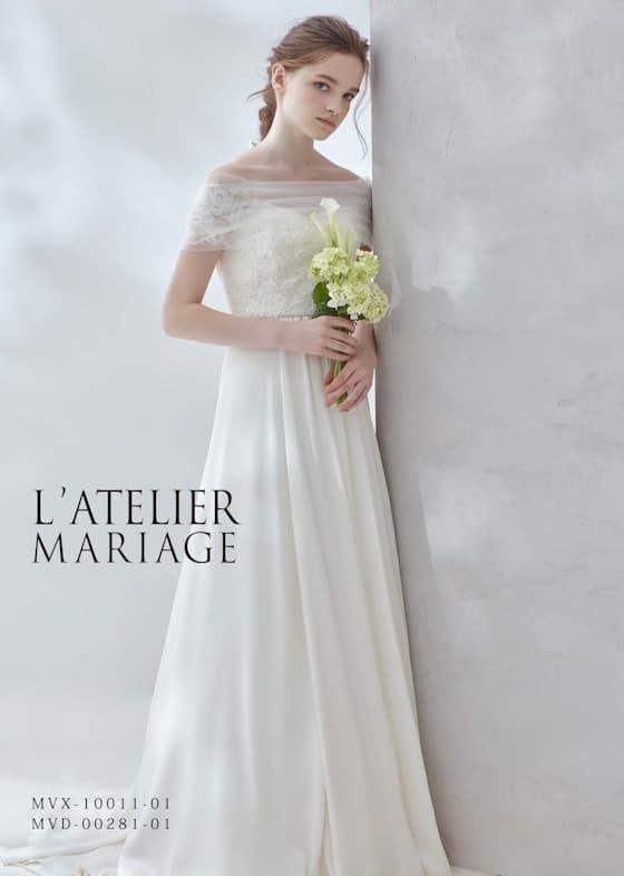 Aラインのウェディングドレス。透明感が漂うスリーブのオフショルダー