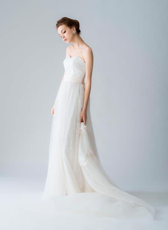 スレンダーラインのウェディングドレス