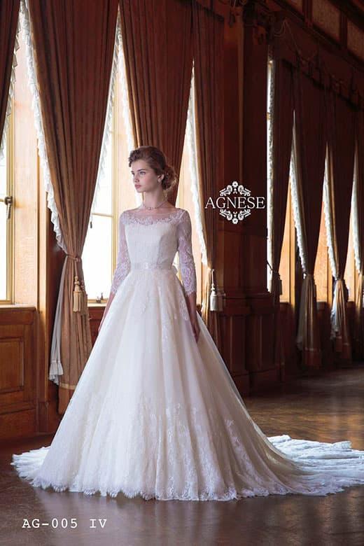 AGNESEの長袖ウェディングドレス